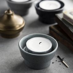 The rough Ombria pillar candle holder can be used for pillar candles and taper candles and comes in four colours, inspired by forests and beaches. This is visible in the textured glaze and the speckled, smoother glaze of the slate grey pillar candle holder. The Ombria range reflects Kähler's long tradition of craftsmanship in a design, in which art and ceramics are strongly linked.