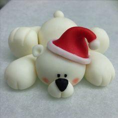 Polar Bear in Fondant Clay Christmas Decorations, Christmas Cake Topper, Polymer Clay Christmas, Polymer Clay Projects, Diy Clay, Fondant Cupcake Toppers, Cupcake Cakes, Crea Fimo, Fondant Animals