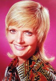Counting down my Top 20 Favorite TV Moms all the way up to Mother's Day! Carol Brady (Florence Henderson, The Brady Bunch ) . 1970s Hairstyles, Shag Hairstyles, Shaggy Haircuts, The Brady Bunch, Florence Henderson, 1990 Style, Tv Moms, Fashion Documentaries, My Hairstyle