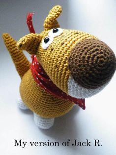 Dieser süüüße Terrier ist liebevoll und aus bester Baumwolle gehäkelt, sowie mit einem selbstgenähten Halstuch ausgestattet.           Leider ist er n