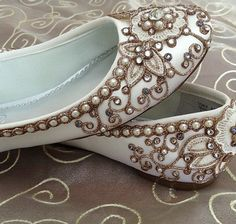 Cherry Blossom Bridal Ballet Flats Wedding Shoes - Any Size - Pick your own shoe color and crystal color. I'm def wearing flats on my wedding. I hate heels. Shoes 2018, Prom Shoes, Zapatos Shoes, Shoes Heels, Louboutin Shoes, Boho Heels, High Heels, Shoes Sneakers, Dress Shoes