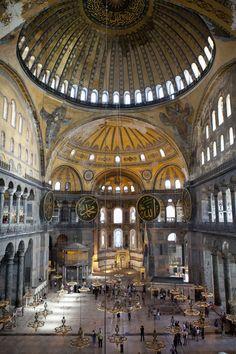 The interior of Aya Sofia, Istanbul © Kav Dadfar / Getty Images