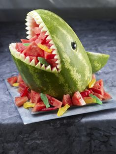 Shark by National Watermelon Promotion Board. Fill the mouth with triangle shapes of watermelon, accented with Swedish fish. Watermelon Whale, Watermelon Bowl, Watermelon Carving, Carved Watermelon, Watermelon Sangria, Veggie Platters, New Fruit, Summer Fruit, Summer Pool