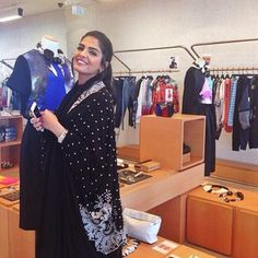 ... Saudi Princess, Arabian Beauty Women, Classy, People, Hair, Circuit, Dresses, United States, Fashion