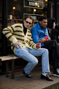 Mode Old School, Socks Outfit, Black Overcoat, Men Street, London Street Style Men, Street Snap, Paris Street, London Fashion Week Mens, Best Dressed Man