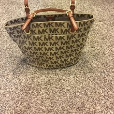 Michael kors bag In like new condition carried maybe five times! Michael Kors Bags Shoulder Bags