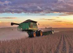 Big Tractors, John Deere Tractors, Country Barns, Country Life, John Deere Combine, Tractor Pictures, Future Farms, New Holland, Bao