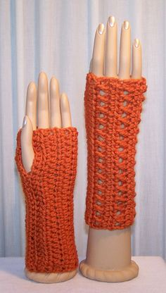 Kisses Fingerless Mitts - free crochet pattern by Kristina Olson in sizes S/M & L/XL (uses less than 100m worsted yarn)