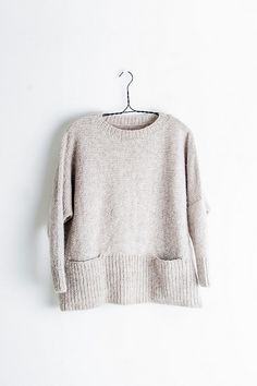 Ash is destined to be a wear-it-all-the-time favorite, with its roomy, swingy body, cozy pockets, and fitted sleeves. Knitting Designs, Knitting Stitches, Baby Knitting, How To Purl Knit, Stockinette, Pulls, Ravelry, Knitting Patterns, Sweater Patterns