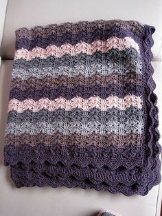 Crochet Afghan Patterns Bercé Par Les Vagues (Lulled By The Waves), free pattern by Laurence Mériat. Pic from Ravelry Project Gallery. Crochet Afgans, Knit Or Crochet, Baby Blanket Crochet, Crochet Crafts, Crochet Hooks, Crochet Projects, Crochet Blankets, Ravelry Crochet, Afghan Blanket