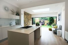 New kitchen open plan dining rear extension ideas Kitchen Diner Extension, Open Plan Kitchen Diner, Kitchen Island With Seating, Extension Veranda, Rear Extension, Extension Ideas, 1930s House Extension, Extension Google, Glass Extension