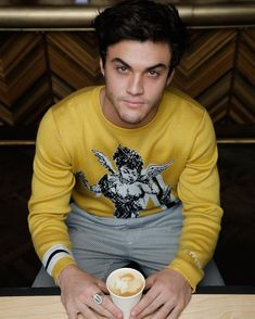 This place looks so cool you can get ur self on a coffee that's awesome 😍 ethandolan dolans graysondolan dolantwins dolanation Dollan Twins, Cute Twins, Ethan Dolan Instagram, Cameron Dolan, Gorgeous Men, Beautiful People, Dolan Twins Wallpaper, Brooklyn And Bailey, Ethan And Grayson Dolan