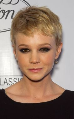 Pixie Haircuts for Fine Hair - The pixie is a great haircut for fine hair, offering texture and volume. Find out how to make it work and why it's one of the best short haircuts for fine hair. Short Summer Haircuts, Cute Short Haircuts, Haircuts For Fine Hair, Stylish Haircuts, Tomboy Hairstyles, Pixie Hairstyles, Celebrity Hairstyles, Cool Hairstyles, Cropped Hairstyles