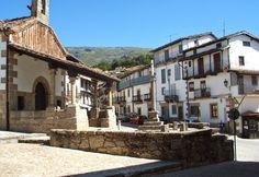 CANDELARIO. Situado en un entorno privilegiado rodeado de montañas. Este coqueto pueblo de montaña salmantino conserva el encanto y la particularidades que le hacen diferente a otros lugares similares. Sin duda es uno de los pueblos más bonitos de España.