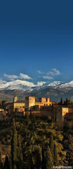 Belleza compartida entre la Alhambra y Sierra Nevada, Granada, España.                                                                                                                                                                                 Más