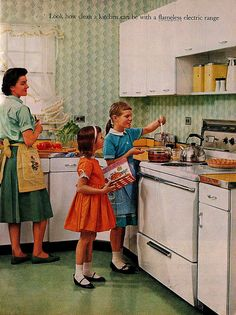 I love these retro domestic scenes, such ideal settings of mums with well behaved children. Of course if we were anything else in those days you earned a well deserved whipping with the belt mum kept for the purpose. Posters Vintage, Retro Poster, Vintage Cooking, Vintage Kitchen, Vintage Pictures, Vintage Images, Vintage Cards, Retro Vintage, Kitsch