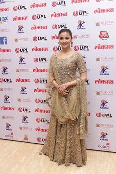 Alia Bhatt On Red Carpet Of 4th Edition Lokmat Maharashtrian Awards 2017 / Alia Bhatt - Bollywood Photos