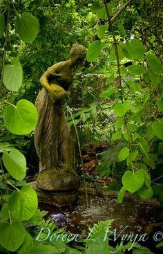 Green | Grün | Verde | Grøn | Groen | 緑 | Emerald | Brunswick | Moss | Colour | Texture | Style | Form | Maiden Fountain