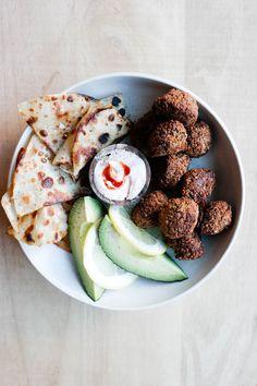 Falafel med friske urter Falafel, Fritters, Burgers, Green, Food, Fried Dumplings, Hamburger Patties, Beignets, Essen