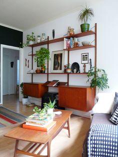 Mid Century Modern Living Room, Mid Century Modern Furniture, Living Room Modern, Home And Living, Living Room Designs, Living Room Decor, Midcentury Modern, Vintage Industrial Decor, Vintage Lighting