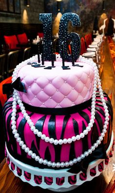 want this cake for my sweet 16 ;)