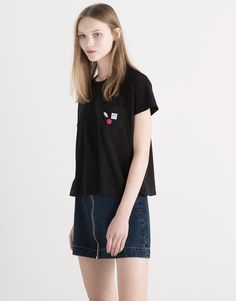 Pull&Bear - woman - t-shirts & tops - appliqué t-shirt with pocket - black - 05238355-V2016