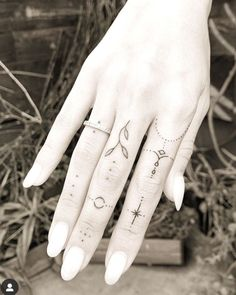 Hand And Finger Tattoos, Simple Hand Tattoos, Finger Tattoo For Women, Finger Tattoo Designs, Hand Tats, Finger Tats, Simplistic Tattoos, Dainty Tattoos, Wrist Tattoos For Women