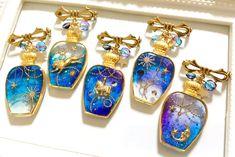 resin galaxy astrological pendant Resin Jewelry, Diy Jewelry, Jewelery, Handmade Jewelry, Jewelry Making, Ice Resin, Plastic Resin, Resin Art, Diy Resin Crafts