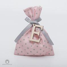 Personalized Μπομπονιέρα Βάπτισης Πουά Βαμβακερό Γκρι Ροζ Πουγκί με Ξύλινο Μονόγραμμα