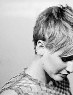 Jennifer Lawrence pixie cut -- long in the front, short in the back. Makes me want to cut my hair short again Jennifer Lawrence Haircut, Jenifer Lawrence, Short Pixie, Short Hair Cuts, Short Hair Styles, Asymmetrical Pixie, Pixie Cuts, Pixie Hairstyles, Cute Hairstyles