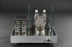 Röhrenendstufen mit der 833c Senderöhre in Single Ended Konfiguration 20 Watt Class A2 SRPP Treiber mit der EL34 Die 833c ist eine große Senderöhre für Sendeleistungen bis 1800W.