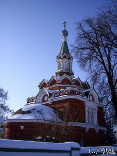 Temple of the Resurrection in the Trinity Kaynardzha (Pavlinоvо) Built in 1867 by the order VS Mukhanova over the grave of her husband. Mukhanova became the owner of the estate in the middle of the XIX century. Church made ​​of red bricks (it is possible that from Kuczynski brick) with details of white stone. The building's architecture is based on processing of a number of methods and forms of national architecture of the XVII century.