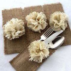 Set of 20 burlap silverware holders. Burlap pocket trimmed with handmade burlap flower in cream color. All edges are zig-zagged to keep burlap from fraying. Burlap Crafts, Diy And Crafts, Arts And Crafts, Craft Projects, Sewing Projects, Projects To Try, Burlap Projects, Craft Ideas, Burlap Silverware Holder