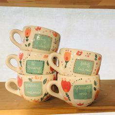 """Apapacha Cerámicas on Instagram: """"Mañana estaré decorando algunos tazones más como los de la foto. Si me quieren encargar con alguna frase en  especial, me escriben!"""" Pottery Painting, Ceramic Painting, Ceramic Art, Sharpie Paint, Ceramic Pottery, Glass Art, Arts And Crafts, Mugs, Tableware"""