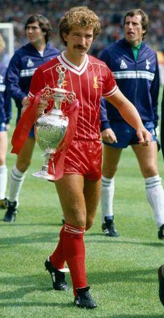 Liverpool Captain, Liverpool Fc, Graeme Souness, Community Shield, Walk On, Charity, Football, Fashion, Soccer