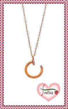Colgante en acero dorado, con circonitas, un detalle perfecto para #SanValentin