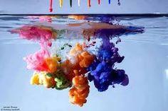 Resultado de imagem para tinta caindo na agua