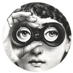 Fornasetti Exubérance en dessins noir et blanc, impressions figuratives brouillant le code des époques : les créations du designer milanais sont à découvrir au fil d'une rétrospective au Musée des Arts Décoratifs de Paris. Reconnaitrez-vous le visage de la cantatrice Lisa Cavalieri? jusqu'au 14 juin 2015 La Folie Pratique Les Arts Décoratifs - Nef 107 rue de Rivoli #HotelChavanel #ArtInParis #LesArtsDecoratifs #Fornasetti