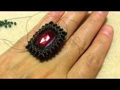 #DIY - How to bezel a 27x13mm Swarovski square cabochon - SIDONIA PETKI - materiais: One 27x13mm Red magma cabochon; 3mm Emerald and Palace green opal Swarovski bicones; 15/0 Miyuki seed beads cod - 2006; 0.15 Smoke Fireline