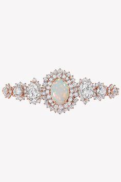 Ода опалам в коллекции драгоценностей Dior et d'Opales | Украшения | VOGUE Dior Jewelry, Fancy Pants, Headpiece, Jewerly, Sapphire, Gems, Pendants, Bracelets, Opal