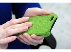 An iPhone 5 Case that reproduces the look and texture of the grass in Tokyo's Yoyogi park.