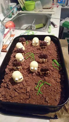 Halloween Zombiegrab-Kuchen, ein schmackhaftes Rezept aus der Kategorie Backen. Bewertungen: 1. Durchschnitt: Ø 3,0.
