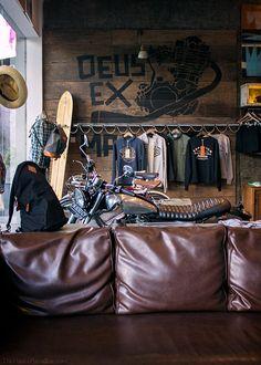 Remember Deus style. Simple, unpretentious and cool. thepavedparadise:    Deus Ex Machina  Oberoi, Bali.