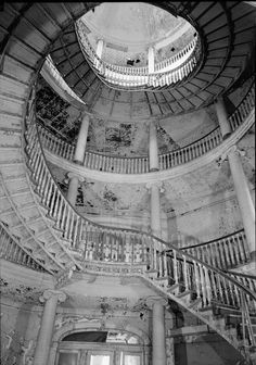 File:INTERIOR, SECOND FLOOR, SPIRAL STAIRCASE AND CENTRAL STAIRWELL - Welfare Island, Insane Asylum, New York, New York County, NY HABS NY,31-WELFI,6-5.tif