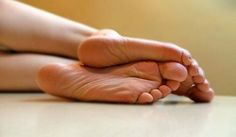You Want Beautiful Heels Without Any Blisters? Try This Tincture With Aspirin! Cute Toes, Pretty Toes, Feet Soles, Women's Feet, Girl Soles, Cracked Feet, Foot Pics, Beautiful Toes, Foot Massage