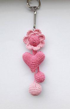 amigurumi keychain, crochet heart, Crochet keychain, Crochet keychains for girls, handmade keychain/gift for valentine's day/heart keychain - Schlüsselbund Moist Pumpkin Bread (One Bowl Cool Keychains, Diy Keychain, Handmade Keychains, Crochet Gifts, Crochet Dolls, Diy Crochet, Crochet Ideas, Valentines Day Hearts, Valentine Gifts