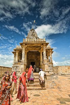 Chittorgarh in is a great place to witness the royal grandeur of Rajasthan. The Mirabai's temple and Kirti Stambh are a perfect of (Rajasthan) culture! Indian Temple, Hindu Temple, Khajuraho Temple, Temples, Indian Architecture, Temple Architecture, Beautiful Architecture, Amazing India, Religion