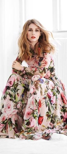 Spring fashion handbags dolce & gabbana olivia palermo in spring look : floral dress dolce. Style Olivia Palermo, Olivia Palermo Lookbook, Olivia Palermo Wedding, Robes Glamour, Mode Simple, Floral Fashion, Spring Looks, Spring Style, Spring Summer