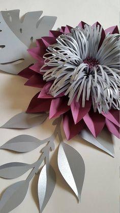 Conjunto de 10 flores de papel en ciruela, aqua azul y plata con características 2 x-grande - 20-22 2 grandes - 16- 18 2 medio - 12- 14 2 pequeño - 8 -10 Enviar una solicitud de orden de encargo con preferencia de color y la fecha de su evento. Cada flor está diseñado