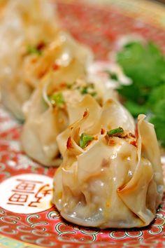 Shrimp-Pork-Shu-Mai with a homemade chili dipping sauce (Chinese pork and shrimp dumplings) #seafood #shellfish #dinner_recipes